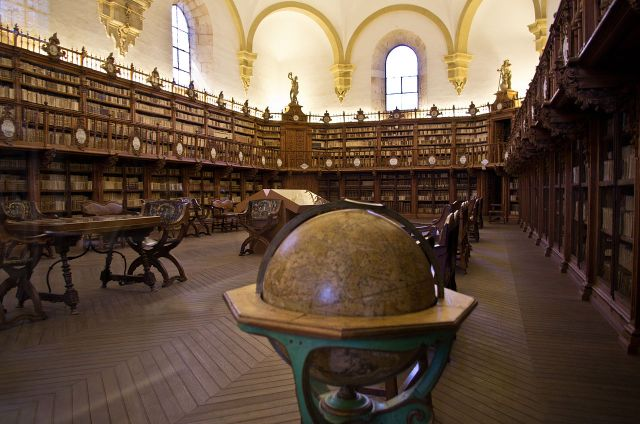 Old_Library_in_University_of_Salamanca_01